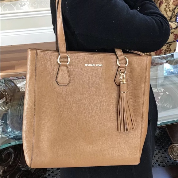 b4c1a79df8c44f Michael Kors Bags | Nwt Bedford Large Leather Tassel Tote | Poshmark